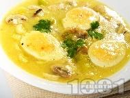 Яйчено рагу / фрикасе с гъби печурки, праз лук, бяло вино и лимон
